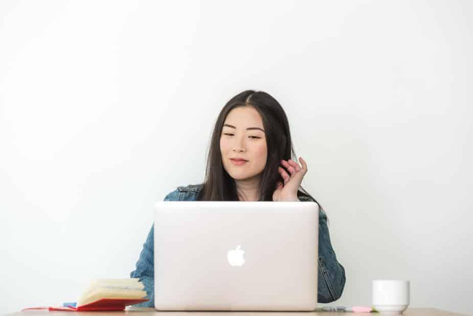 Blog-writing -on-laptop-growbangladesh
